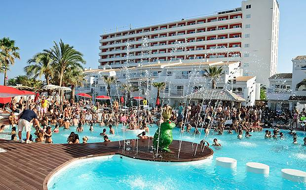 280dd7115451 World Adventure Travel » An Active Holiday Guide » Ushuaïa Beach ...